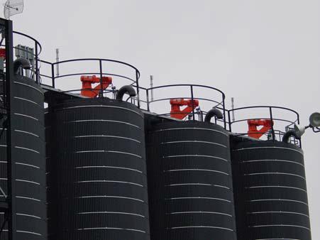 photo of tank agitators used in asphalt production